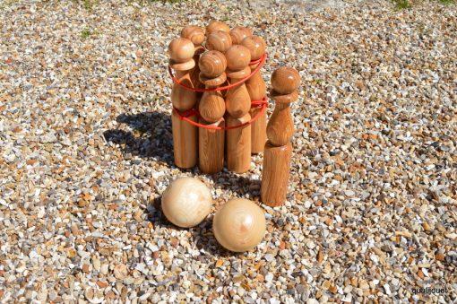 Jeu de quilles en bois naturel verni hauteur 30 cm (détail) - Qualijouet
